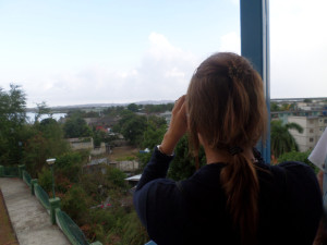 Desde el Hotel Caimanera observando la Base Naval de Guantánamo