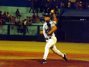 La salida ilegal de Norge Luis Ruiz es el último golpe que ha recibido el béisbol cubano. (Foto: archivo de Universo Béisbol)