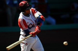 Para bien o para mal: Yulieski Gourriel sigue en el centro del debate del béisbol cubano. (Foto: Dennis Grombkowski/ Getty Images)